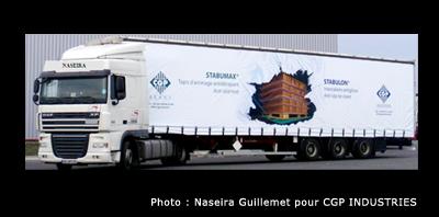 Photo de camion avec un trompe l'oeil imprimé sur la bâche.
