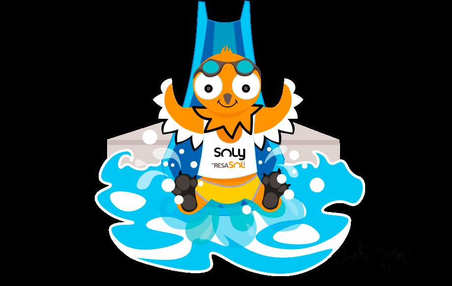 La mascotte Soly glisse sur le toboggan de la piscine.