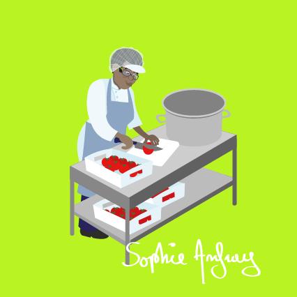 Une femme coupe des légumes.