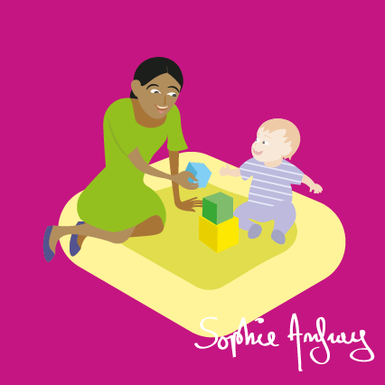 Une assistante maternelle joue avec un bébé.